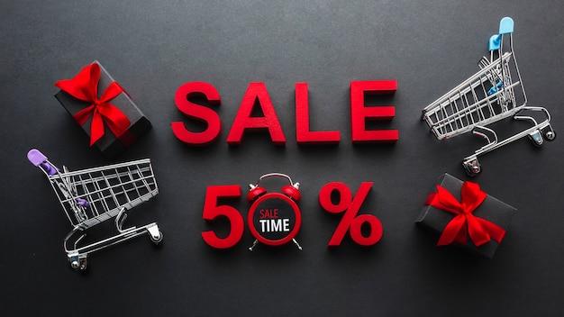 Koop vijftig procent korting met winkelwagentjes Gratis Foto