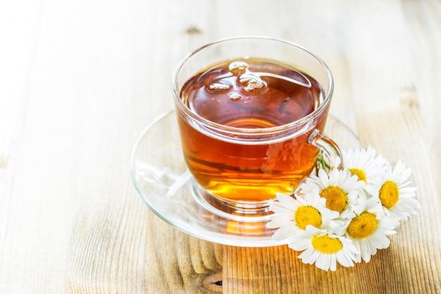 Kop thee met kamille Premium Foto