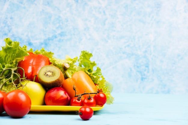 Kopieer de ruimte achtergrond met gezonde snack Gratis Foto