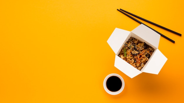 Kopieer de ruimte met gekookt chinees gerecht Gratis Foto