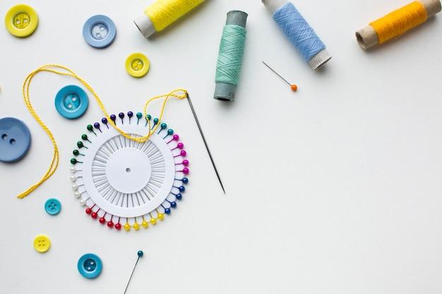 Kopieer ruimte en fournituren kleurrijke accessoires Gratis Foto