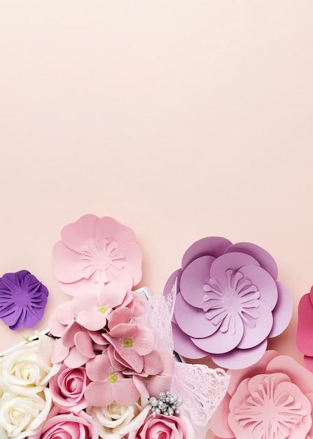 Kopieer ruimte mooie papieren bloemen vorm Gratis Foto