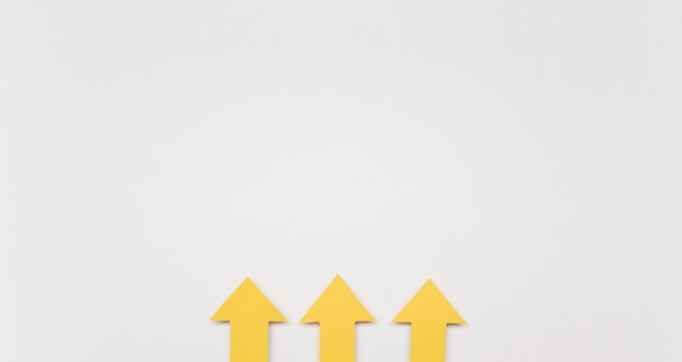 Kopieerruimte gele pijlen Gratis Foto