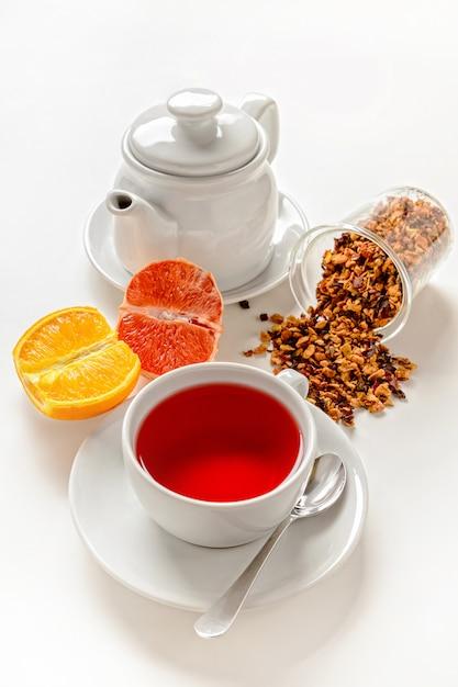 Kopje rood fruit thee. Premium Foto