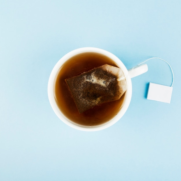 Kopje thee en theezakjes Premium Foto