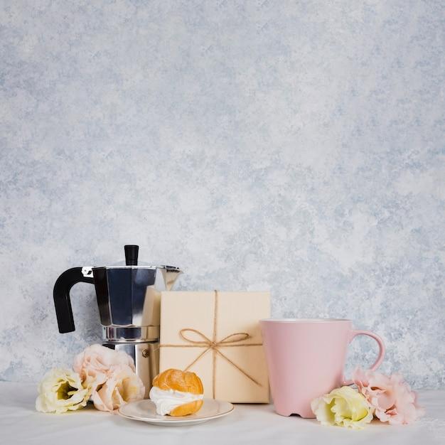 Kopje thee met gebak Gratis Foto