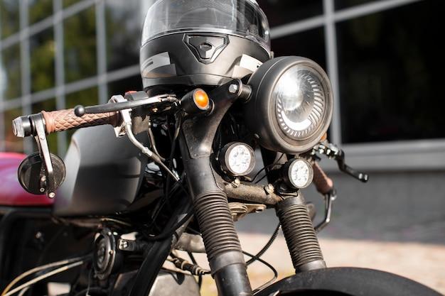 Koplamp van de close-up oude motorfiets Premium Foto