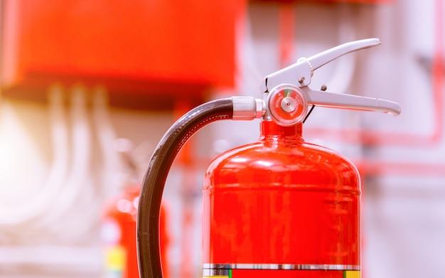 Krachtig industrieel brandblussysteem. Premium Foto