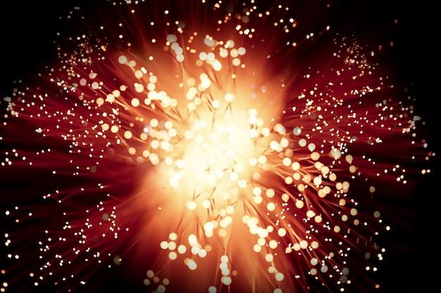 Krachtige vuurwerkexplosie in de nacht Gratis Foto