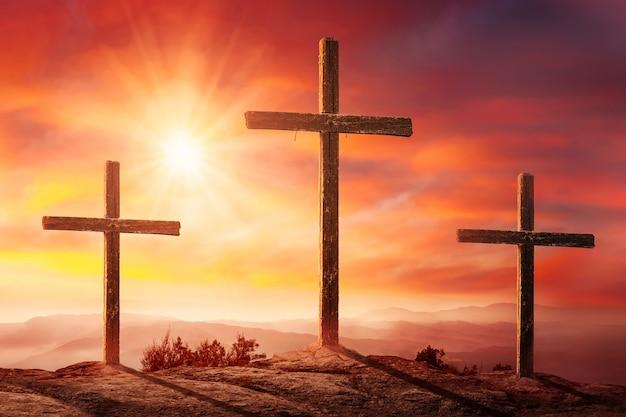 Kruisiging van jezus christus bij zonsondergang Premium Foto