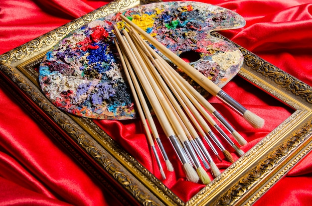 Kunstenaarspalet in kunstconcept Premium Foto