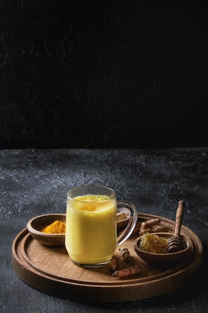 Kurkuma gouden melk latte Premium Foto