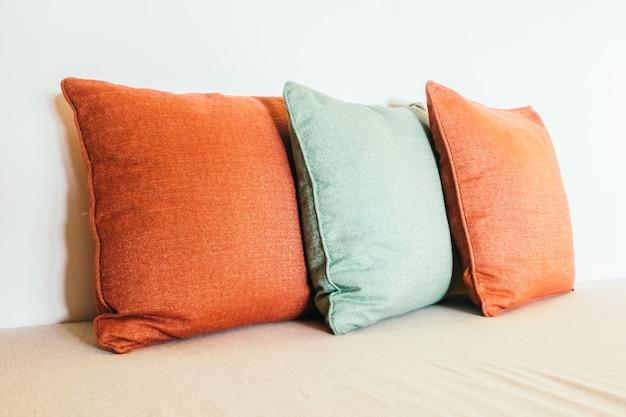 Kussen op de sofa Gratis Foto