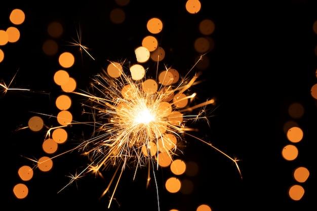 Laag hoek gouden vuurwerklicht Gratis Foto
