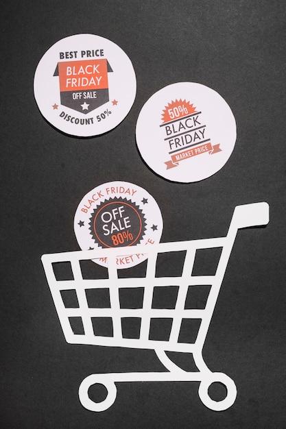 Labels met black friday-aanbiedingen en papieren winkelwagentje Gratis Foto