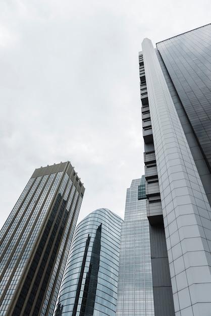 Lage hoek hoge gebouwen bekijken Gratis Foto