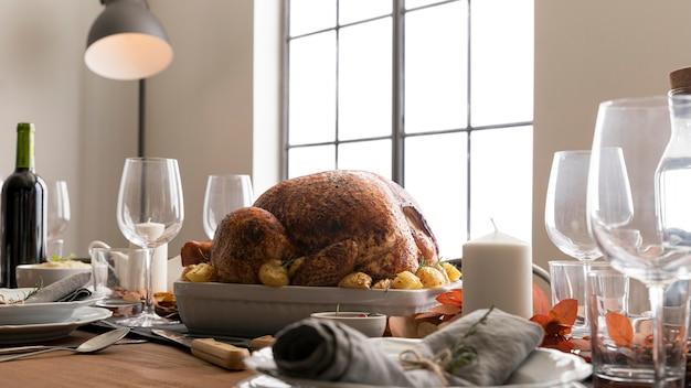 Lage hoek kalkoen voorbereid op thanksgiving day Gratis Foto