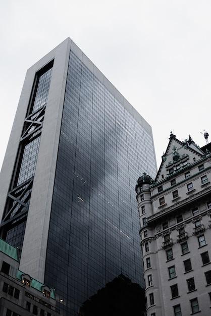 Lage hoekmening van stedelijke gebouwen Gratis Foto