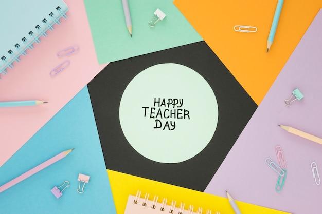 Lagen van kleurrijke papieren gelukkige leraren dag concept Gratis Foto
