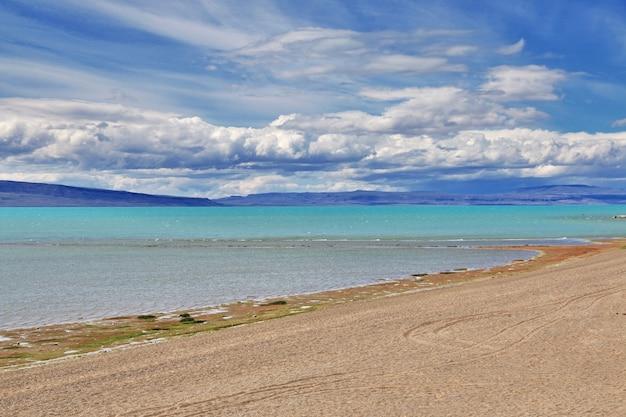 Lago argentino meer dichtbij el calafate in patagonië, argentinië Premium Foto