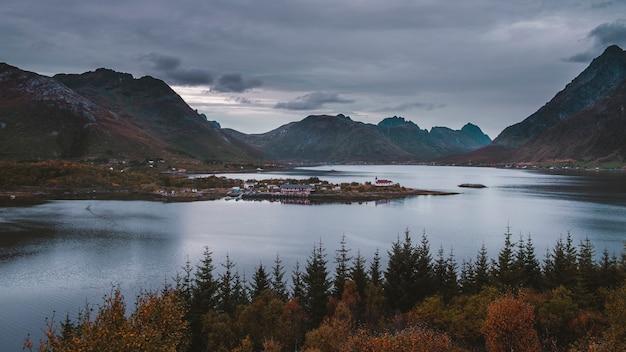 Landschap op de lofoten-eilanden in noorwegen. Premium Foto