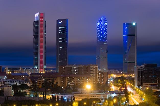 Landschap van de van bedrijfs madrid bouw bij toren vier in spanje. Premium Foto