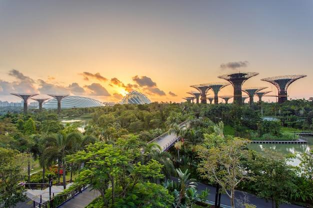 Landschap van het financiële district van singapore en de bedrijfsbouw. Premium Foto