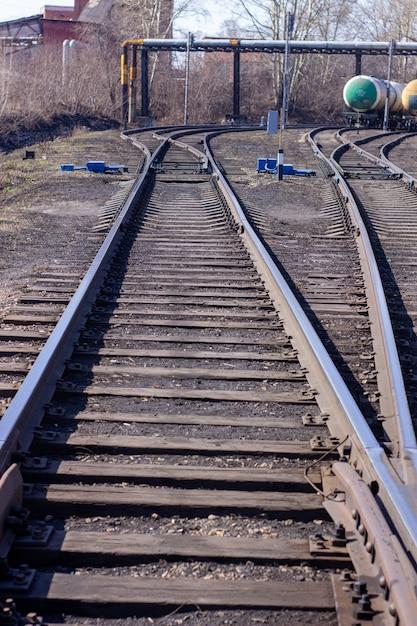 Lange rails close - up. spoorweg Premium Foto