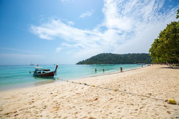 Lange staartboot op tropisch strand, krabi, thailand Gratis Foto