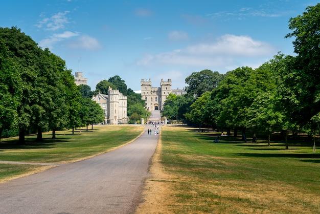 Lange wandeling in windsor-kasteel, het uk, londen in de zomer Premium Foto