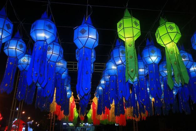 Lanna lantaarnfestivaldecoratie, loy krathongfestival, chiang mai, thailand Premium Foto