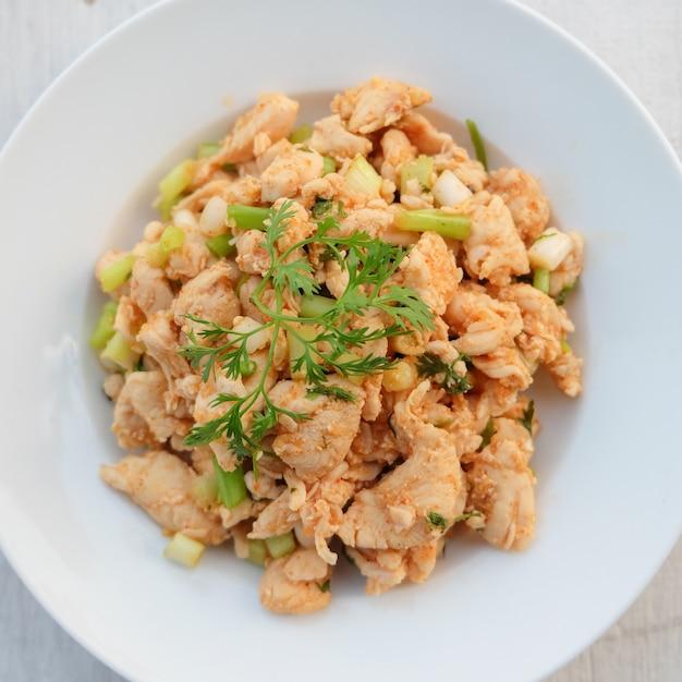Larb, hak met pittige smaak, thais eten Premium Foto