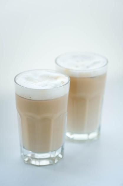 Latte op wit Gratis Foto
