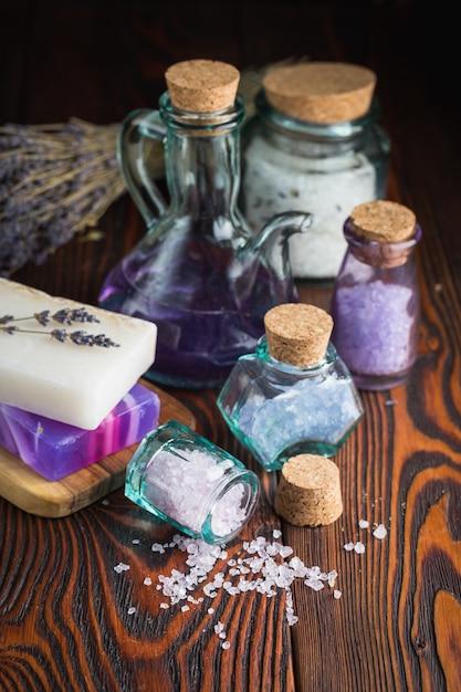 Lavendelzeep en zeezout Premium Foto