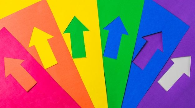 Lay-out van knutselpapierpijlen in lgbt-kleuren Gratis Foto