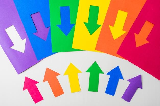 Lay-out van papieren pijlen in lgbt-kleuren Gratis Foto