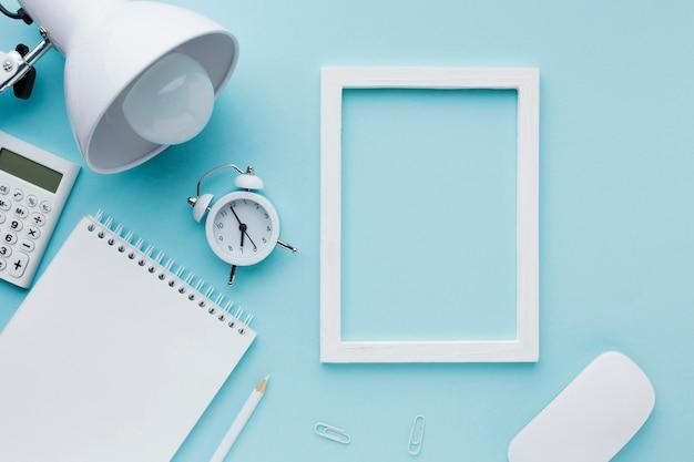 Leeg frame en wekker Gratis Foto