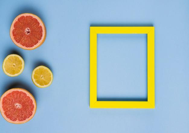 Leeg frame met citrusvruchten Gratis Foto