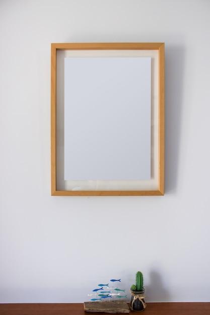 Leeg frame met decoratiecactus Gratis Foto