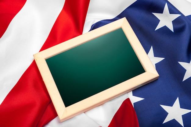 Leeg frame op amerikaanse vlag Premium Foto