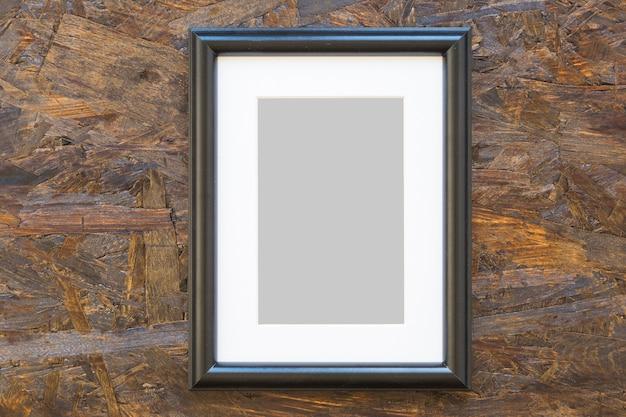 Leeg houten frame op houten geweven achtergrond Gratis Foto