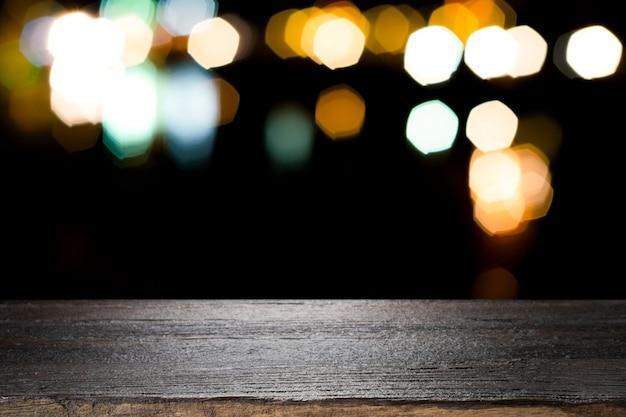 Leeg houten lijstplatform en bokeh bij nacht Premium Foto