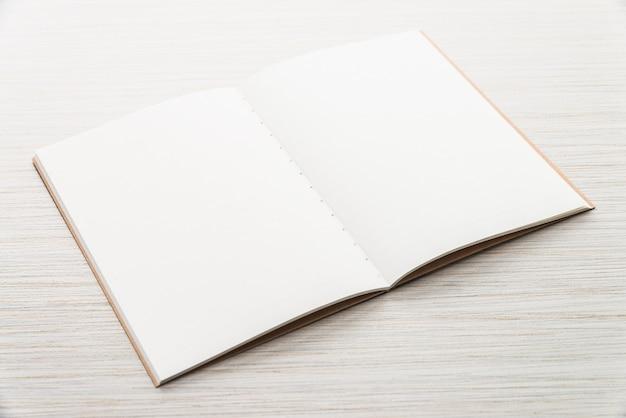 Leeg mock up notitie boek Gratis Foto