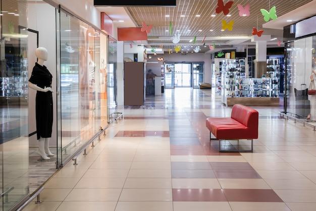 Leeg overdekt winkelcentrum Gratis Foto