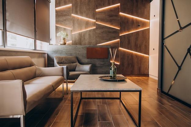 Leeg plat interieur met elementen van decoratie Gratis Foto