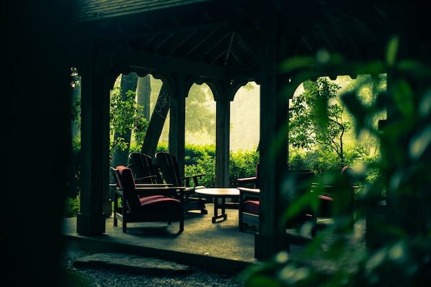 Leeg prieel in de tuin Gratis Foto