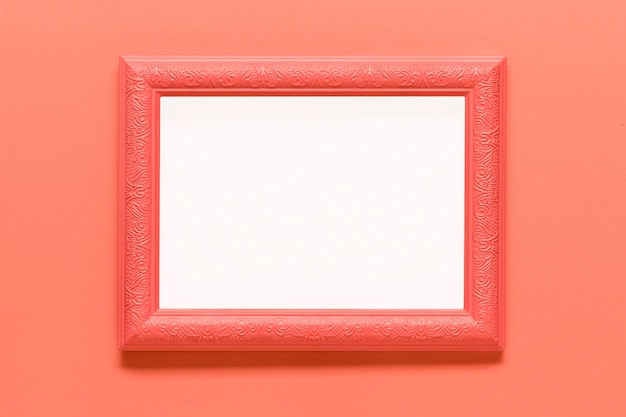 Leeg roze frame op gekleurde achtergrond Gratis Foto