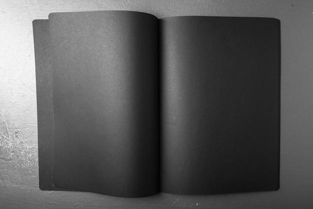 Leeg tijdschrift, boek of catalogus op zwarte kleur Premium Foto
