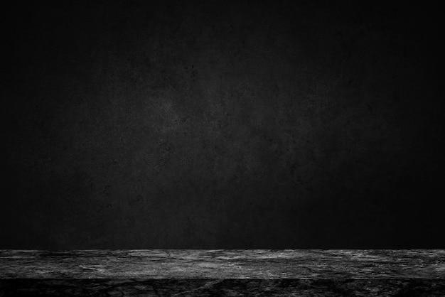 Lege bovenkant van zwarte marmeren steenlijst aangaande concrete muurachtergrond Premium Foto