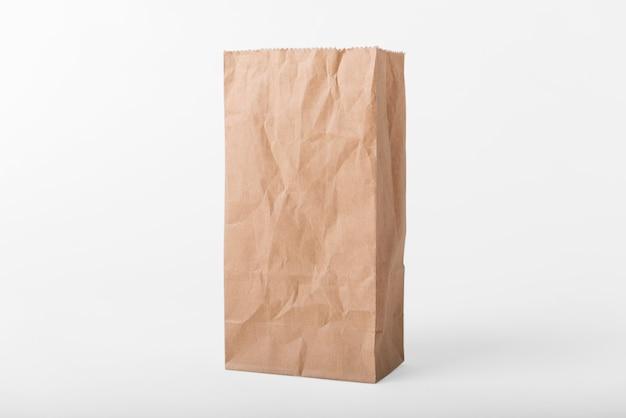 Lege bruine papieren zak voor mockup sjabloon reclame en branding achtergrond. Premium Foto